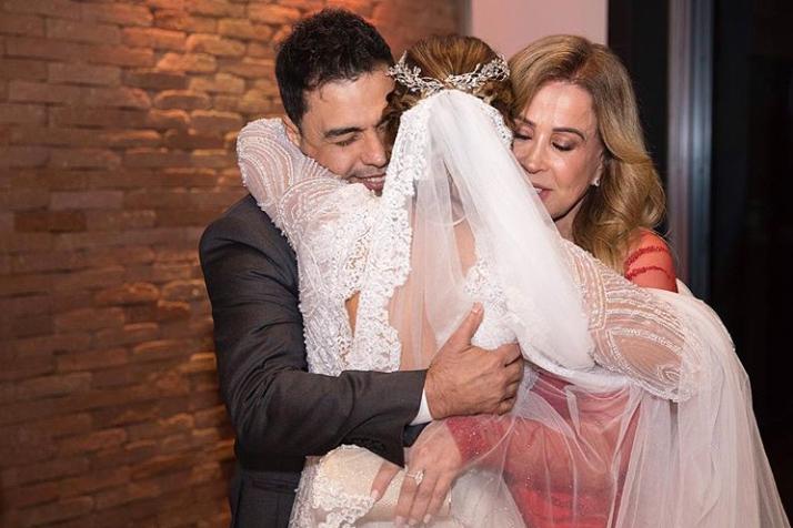 5889eefc8 Casamento de Camilla Camargo reúne Zezé