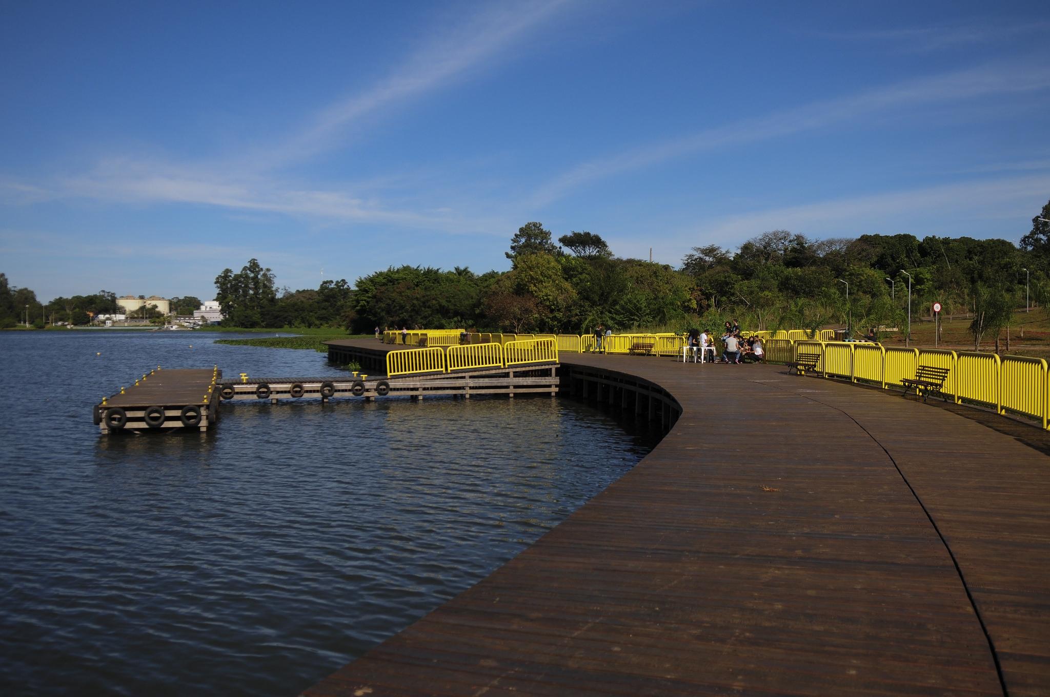 deck sul inaugurado na orla do lago parano em bras lia