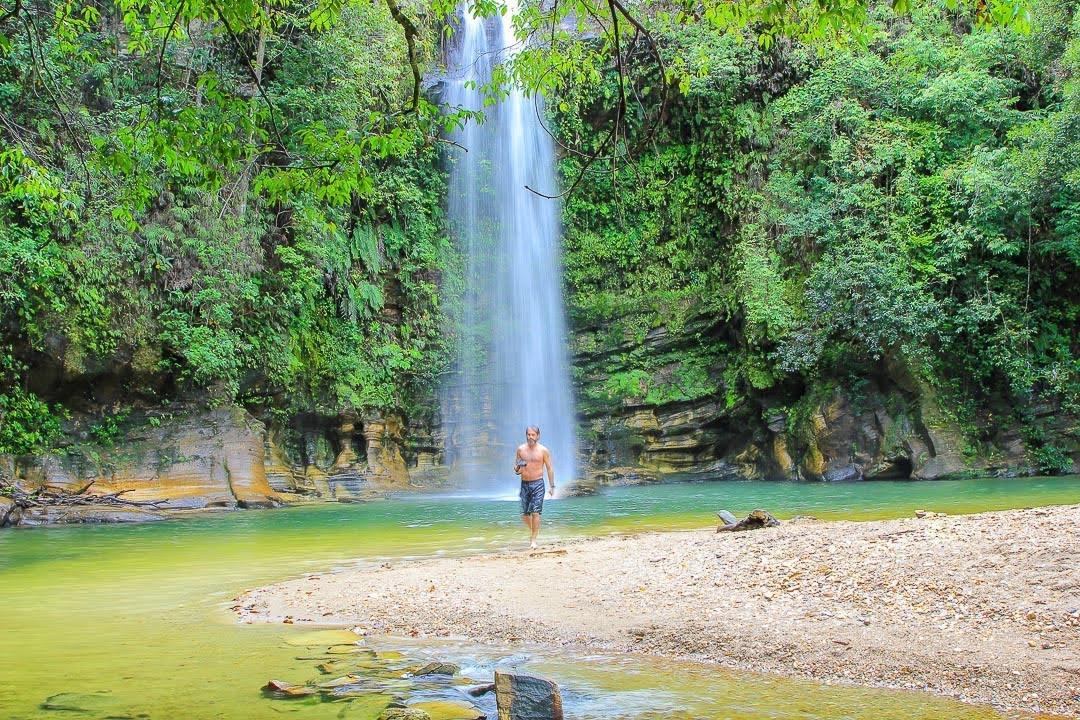 Trilhas, mirantes, piscinas naturais e lindas cachoeiras ...