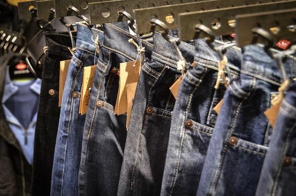 ea161f056c5 Bazar em Trindade oferece mais de 20 mil peças de roupa de grife com até  70% de desconto