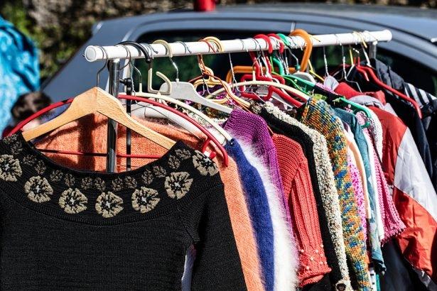 880b9ae84 Bazar vende roupas, calçados e artigos para casa pelo valor único de ...