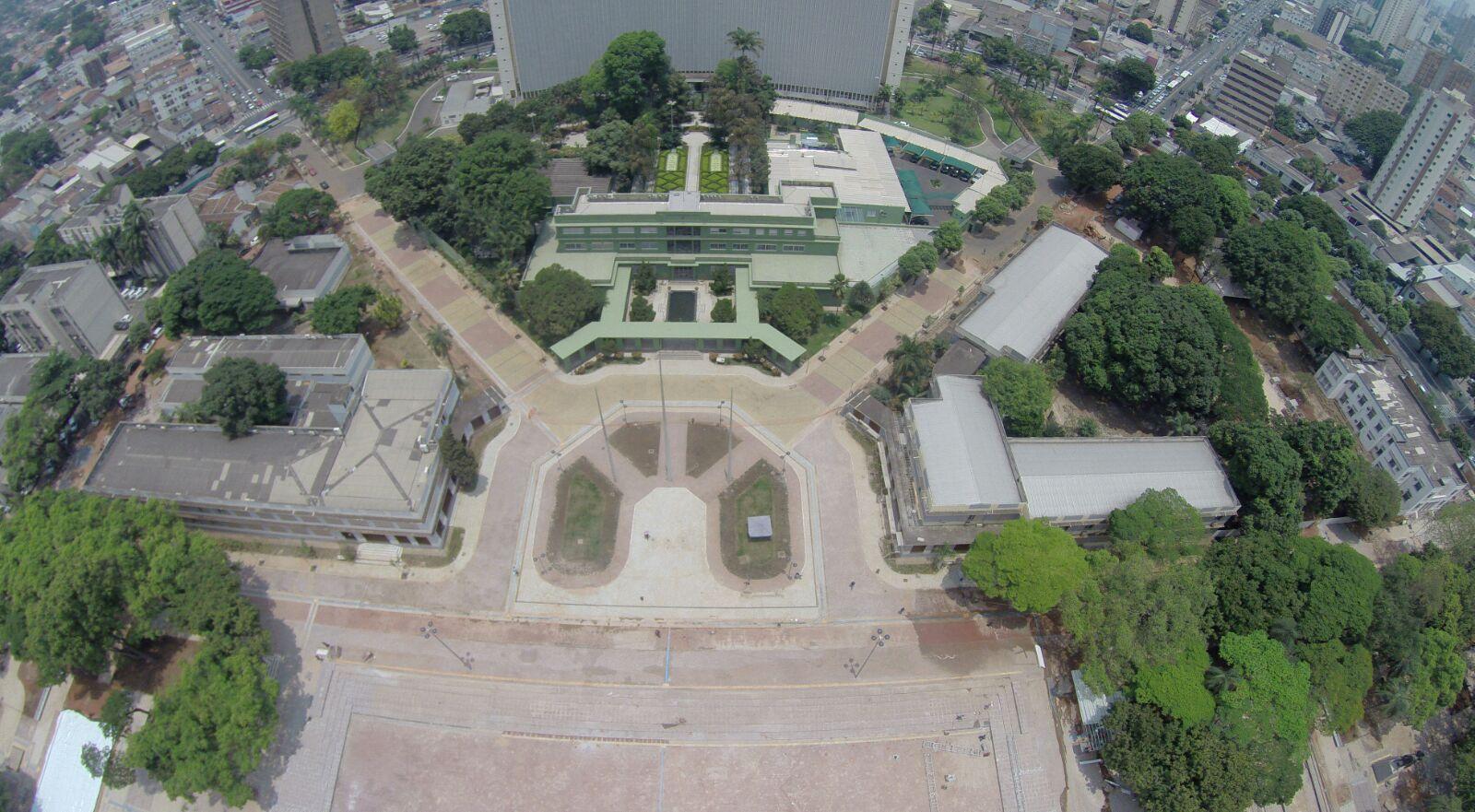 9dfa5cbfd Começar pela Praça Cívica é começar pelo começo das andanças da capital  goiana. Primeira praça de Goiânia, inaugurada em 1933, foi oficialmente  batizada de ...