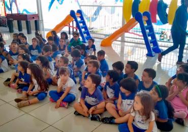 Coral infantil leva espírito de Natal para o Shopping Bougainville