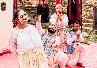 Teatro a céu aberto com o grupo PlenLuno no Lago das Rosas