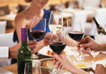Beber vinho tinto pode ajudar a queimar gordura
