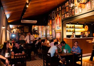 Bolhsoi Pub tem happy hour com dobradinha de chope e entrada gratuita