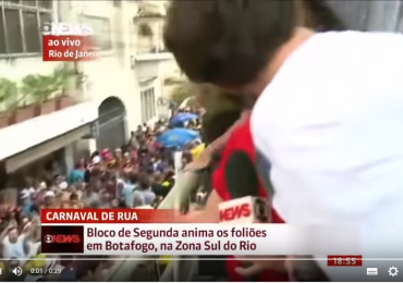 Repórter da Globo News é surpreendida com beijo na boca ao vivo; assista o vídeo