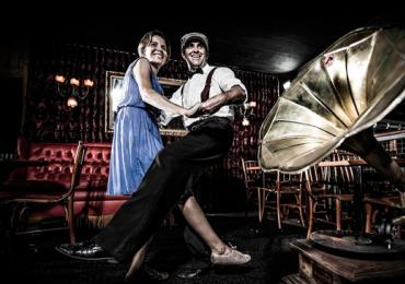 Espetáculo transporta o público goianiense pela história da dança e da música