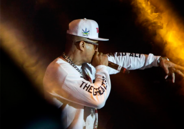 Gigante do rap Mano Brown faz show em Goiânia