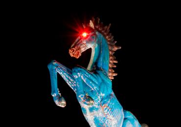 Bluecifer: a bizarra estátua que recebe os turistas no aeroporto de Denver