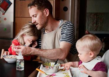 Homens são obrigados a tirar 90 dias de licença-paternidade na Suécia