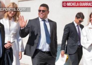 Ronaldo Fenômeno não é recebido pelo Papa por causa das roupas de suas duas acompanhantes