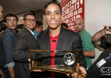 Wendel Lira volta à Goiânia com festa, vai ganhar estátua e selo dos Correios