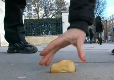 Pesquisadores defendem regra dos 5 segundos para comida que cai no chão