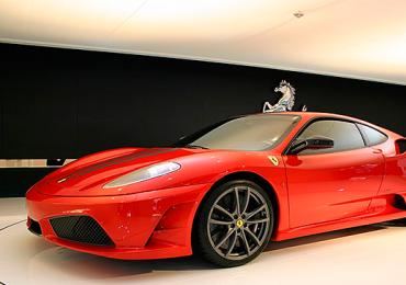Salão de carros de luxo reúne Ferrari, Porsche e Lamborghini em Goiânia