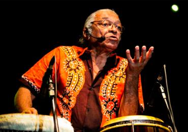 Ícone do tropicalismo e percussão, Djalma Corrêa faz show em Goiânia