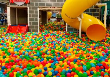 Goiânia tem piscina gigante de bolinhas pra fazer a alegria dos pequenos e grandinhos