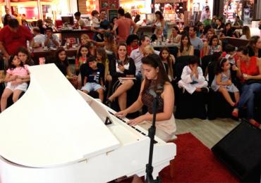 Crianças enchem o Shopping Bougainville com muita música