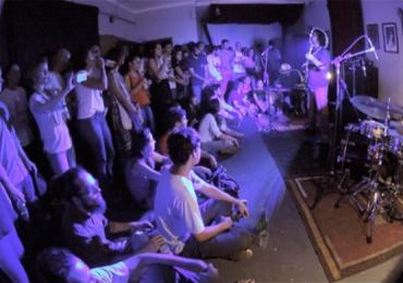Complexo Estúdio & Pub faz noite de jazz em Goiânia com dobradinha de chope Colombina