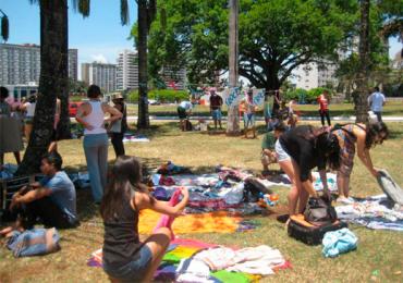 Renove as roupas, os discos e os livros sem gastar nada na Feira do Troca Troca em Goiânia
