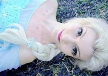 Brasileira cosplay da princesa de Frozen é a cara da Elsa