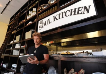 Jon Bon Jovi abre restaurante onde cliente pode pagar o quanto puder