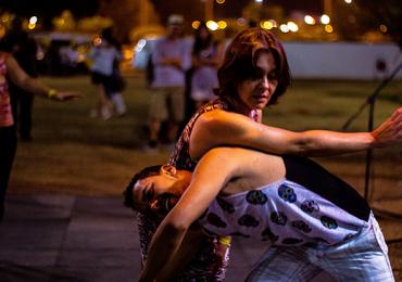 Música e dança em tarde de improviso em Goiânia