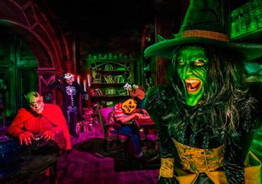 Muito rock, gostosuras e travessuras no Halloween do Mutirama