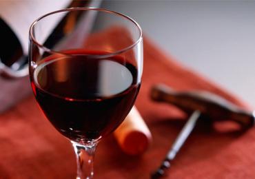 Taça de vinho tinto equivale a 1 hora de treino, diz estudo