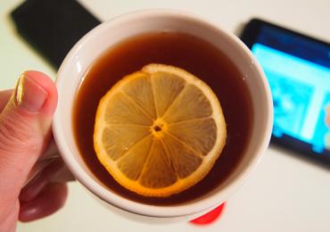 Cliente reclama do preço do chá e recebe resposta inesperada