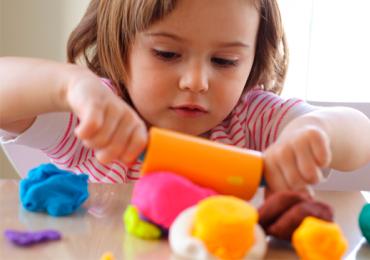 Goiânia tem brincadeiras e oficinas de massinha de modelar gratuitas para as crianças