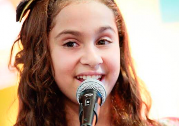 Cantora Ana Beatriz Torres revela suas músicas favoritas e fala sobre participação no The Voice Kids