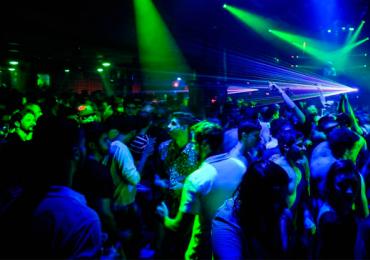 Goiânia tem balada eletrônica neon na véspera do réveillon
