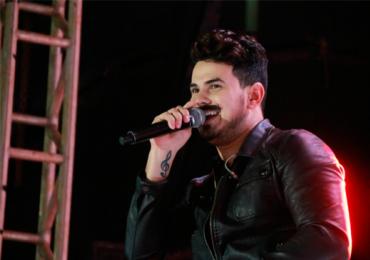 Sertanejo Gabriel Gava do hit Fiorino faz show em balada de Goiânia
