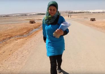 Garota de 14 anos na Síria se dedica a estudar e educar refugiados na Jordânia