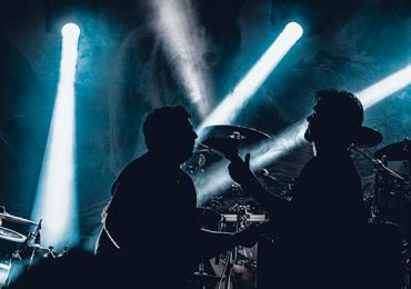 Goiânia tem noite de clássicos do rock com meia-entrada para duplas