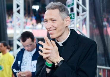 Padre Marcelo Rossi faz sessão de autógrafos gratuita em Goiânia