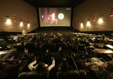 Exclusivo! Goiânia terá primeiro cinema vip com serviço de garçom e filme deitado