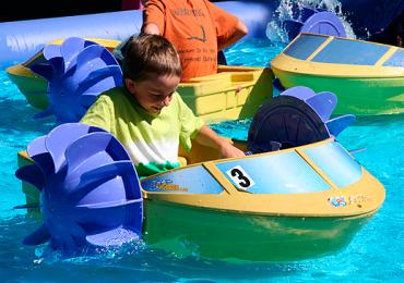 Brincadeiras na água são dica pra fugir do calorão de Goiânia