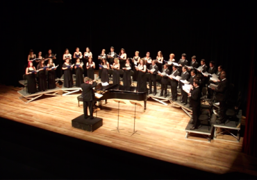 Coro Sinfônico apresenta Chico Buarque, Milton Nascimento e Villa-Lobos no Domingo no Centro