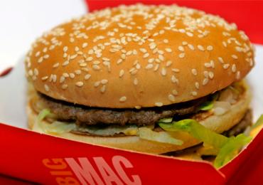Compre um, leve dois: McDonald's dá Big Mac de graça para quem comprar um
