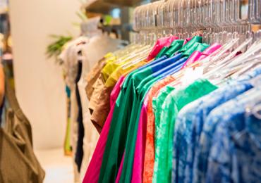 Loja de Goiânia promove bazar sustentável com peças a partir de R$10