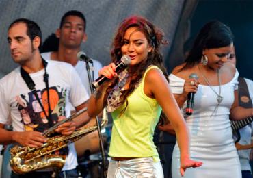 Camilla Faustino faz show em Goiânia
