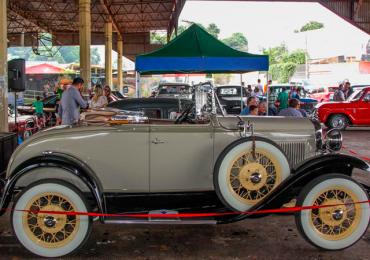 Achamos uma escondida (e incrível) feirinha de carros antigos em Goiânia
