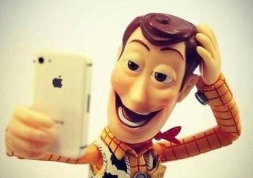 Homens que postam muita selfie tem mais chance de ser psicopatas e narcisista, diz estudo