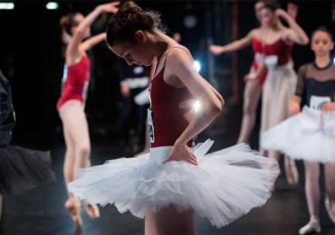 Bailarina goiana Carolyne Galvão é finalista em concurso internacional de dança