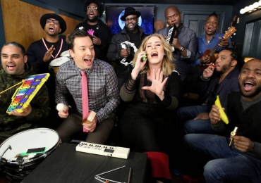 Adele canta com Jimmy Fallon no The Tonight Show e vídeo bomba na rede