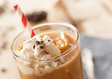 Café e calor combinam: achamos 10 lugares para tomar o café gelado perfeito em Goiânia
