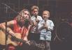 Criança que luta contra o câncer participa de show em Brasília do músico Vitor Kley