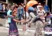 Azealia Banks dá dinheiro para Pastora mirim em plena Avenida Paulista e vídeo viraliza na web